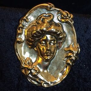 Jewelry - Vintage Goldtone Woman Bust Brooch v001